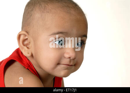 Baby Boy face closeup yeux grand ouverts sur fond blanc M.#152 Banque D'Images