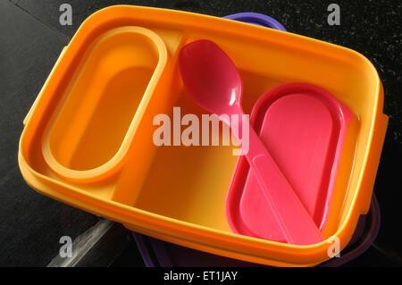 Lunch Box en plastique sur fond noir 18 Juin 2008 Banque D'Images