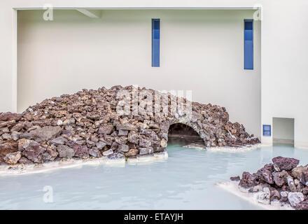 Le lagon est un lagon artificiel qui est alimenté par la production de l'eau de la centrale géothermique voisine Banque D'Images
