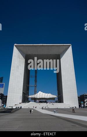 La Grande Arche de la Défense (terminé 1989), Puteaux, près de Paris, France