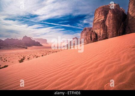 Vue panoramique sur le désert de Wadi Rum, Jordanie Banque D'Images