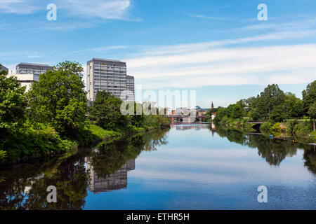 Vue ouest sur la rivière Clyde avec Gorbals à gauche et Glasgow Green sur la droite, avec l'Union européenne Ville Banque D'Images