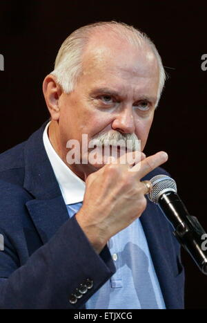 Moscou, Russie. 13 Juin, 2015. Le réalisateur russe Nikita Mikhalkov fonctionne à la Maison Internationale de Musique Banque D'Images