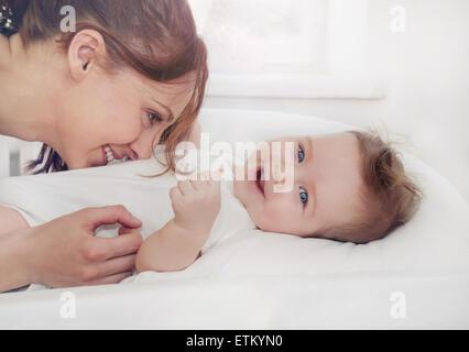Mère et son nouveau-né, maternité, concept de droit mou de belle famille Banque D'Images