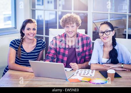 Professionnels designers smiling at camera Banque D'Images