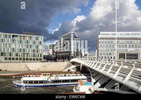 Kronprinzen Bridge, l'architecture moderne, pont Calatrava, Spree, excursion en bateau, Berlin Mitte ,, Allemagne Banque D'Images
