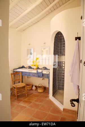 Adobe - douche de style rustique avec salle de bains en ...