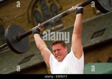 L'homme le plus fort de Blackpool à St Johns Square, Blackpool, Lancashire. 20 Juin, 2015. L'haltérophile un compétiteur Banque D'Images