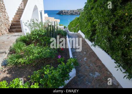 Chemin Chemin menant à Arenal d'en Castell Menorca hêtre Banque D'Images