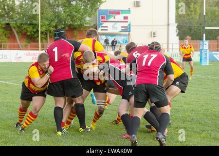 Moscou - 13 MAI: Oleg Turkin (17) atack sur Fédération de Rugby Championship 2014 Slava jeu CSP (jaune) contre Banque D'Images