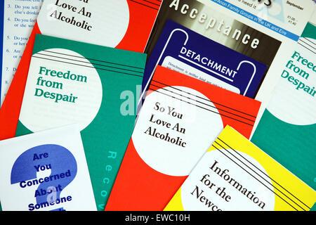 Les alcooliques anonymes de dépliants pour les familles et les amis des alcooliques d'Al-Anon Banque D'Images