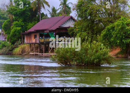Un restaurant sur l'ÎLE DE DON DET dans la 4 région des Mille-Îles le long de la rivière du Mékong, le LAOS DU SUD Banque D'Images