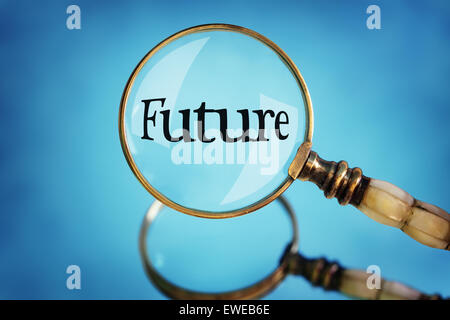 Loupe l'accent sur le mot concept futur pour la planification, la vision et à l'avant Banque D'Images