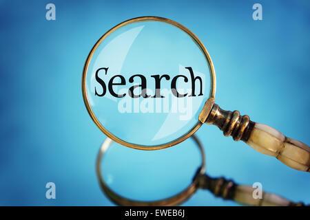 Loupe l'accent sur la recherche de mots Banque D'Images