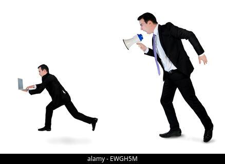 Business man screaming sur mégaphone sur petit homme Banque D'Images