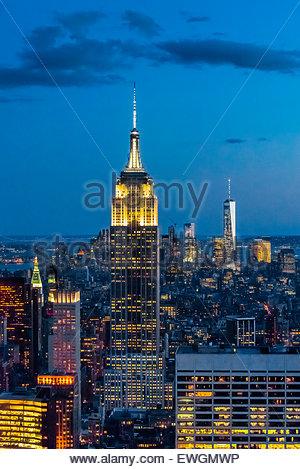 Empire State Building avec One World Trade Center en arrière-plan à droite, New York, New York USA. Banque D'Images
