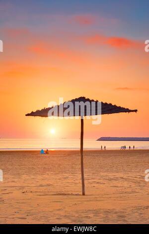 Coucher du soleil au Plage d'Agadir, Maroc, Afrique Banque D'Images
