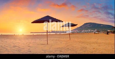 Au coucher du soleil de la plage d'Agadir, Maroc, Afrique Banque D'Images