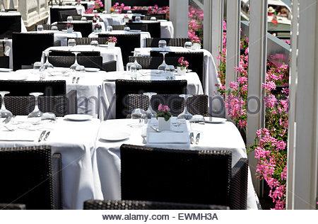 Set Table de salle à manger à l'extérieur exposée à un restaurant de luxe Venise Italie Banque D'Images
