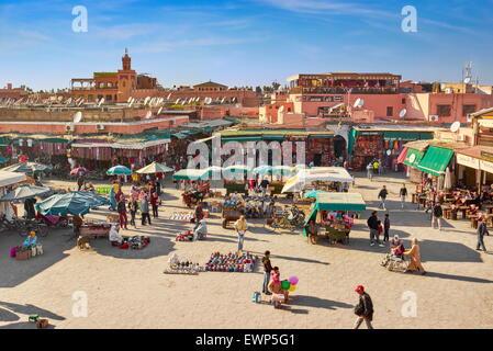 Marrakech. Place Jemaa el Fna en début d'après-midi. Maroc Banque D'Images