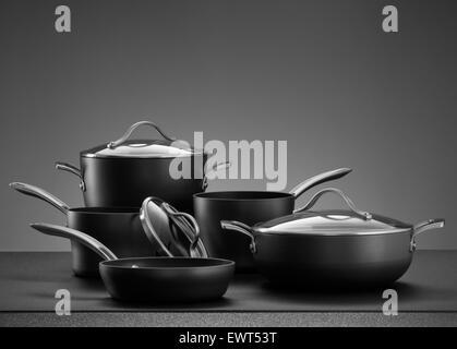 Vue rapprochée de Nice sur l'ensemble de cuisson couleur gris retour Banque D'Images