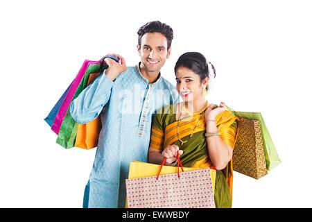 Affaires indiennes Marathi Couple marié diwali shopping