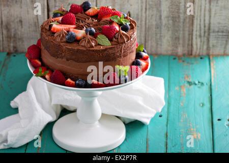 Gâteau au fromage et chocolat gâteau alimentaire diable avec les baies fraîches Banque D'Images