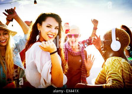 Danse diversité Beach Party Concept Célébration Banque D'Images