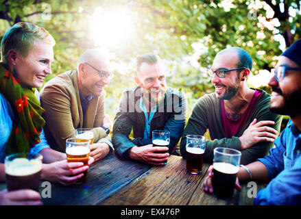 Gens divers amis Concept Potable Banque D'Images