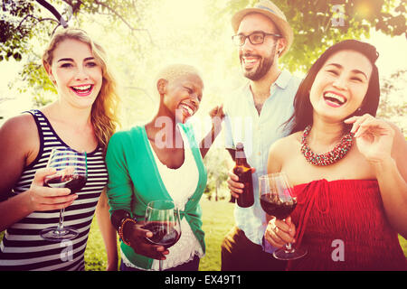 Les amis à l'extérieur Partie Célébration Hanging out Concept Banque D'Images