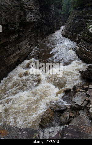 Gouffre Ausable River rapids de montagnes Adirondack NY Banque D'Images