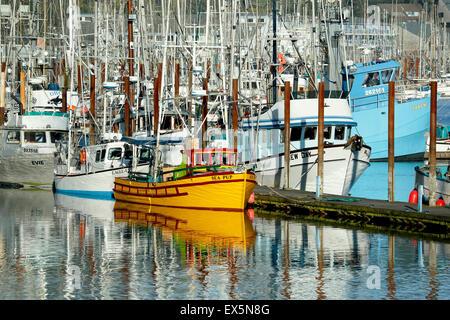 Des bateaux de pêche, port de Newport, Oregon, USA Banque D'Images
