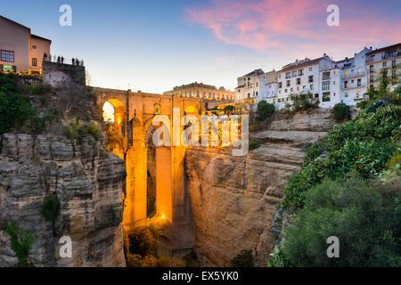 Ronda, Espagne à la Puente Nuevo pont sur les gorges du Tage. Banque D'Images