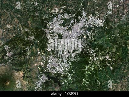 Image satellite de la couleur de la ville de Guatemala, Guatemala. Image prise le 18 novembre 2013 avec les données de Landsat 8.