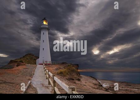 Château Point Lighthouse, sunrise, Wairarapa, Nouvelle-Zélande Banque D'Images