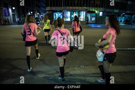Les participants de partie de bachelorette sur rue à Barcelone, Espagne Banque D'Images