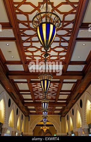 Lampes de plafond dans le centre commercial de Dubaï, le Souk, Dubaï Banque D'Images