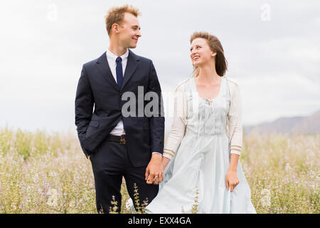 Senior couple in field Banque D'Images