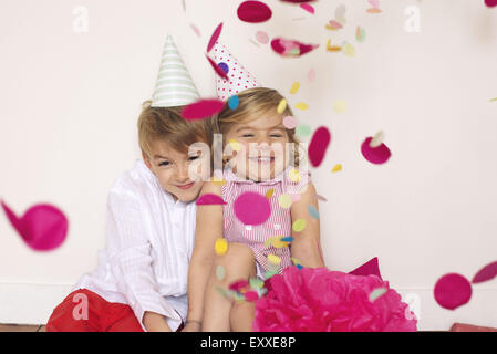 Les enfants at Birthday party Banque D'Images