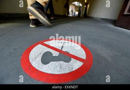 Prague, République tchèque. 29 Juin, 2015. Interdiction des signes pour un transporteur personnel - deux-roues véhicule Banque D'Images