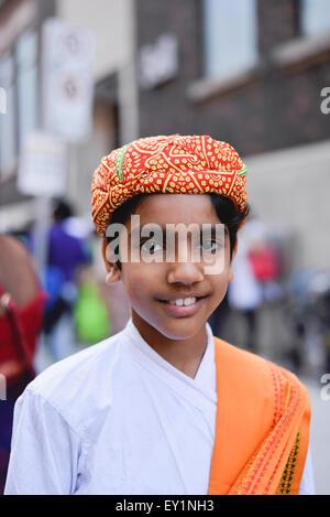 Toronto, Canada. 18 juillet, 2015. Les dévots habillés en vêtements traditionnels lors de l'Inde festival. Credit: NISARGMEDIA/Alamy Live News