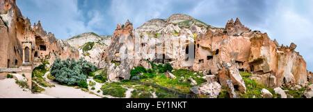 Cappadoce, Turquie. Vue extérieure de la cheminée de fées Zelve ruines antiques de la ville de Göreme grotte, région Banque D'Images
