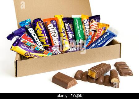 Une boîte de chocolat Cadbury et Fry's bar ouvert avec sélection de chocolat Banque D'Images