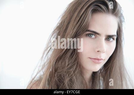 Portrait de jeune femme aux yeux bleus Banque D'Images