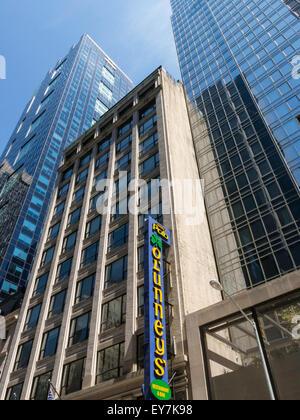 L'architecture contrastée, Times Square, NYC Banque D'Images