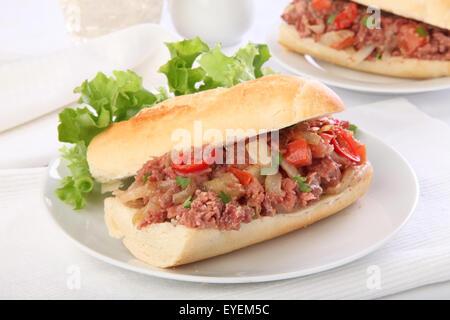 Le corned-beef SANDWICH BAGUETTE FRANÇAISE Banque D'Images