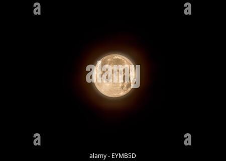 Londres, Royaume-Uni. 1er août 2015. Blue Moon se lève sur London City Crédit: Guy Josse/Alamy Live News