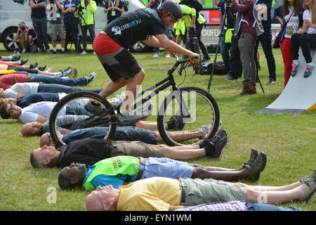 Londres, Royaume-Uni. 1er août 2015. Les gens prennent part à l'freecycle. La Prudential Ride London event. © Matthieu Chattle/Alamy
