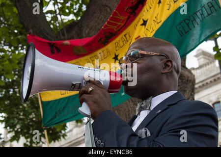 Le Parlement Square, Westminster, Londres, 1er août 2015. Des milliers de Londoniens, les rastafariens et leurs partisans arrivent à la place du Parlement après une marche de Brixton, dans le cadre de la mouvement Rastafari UK le jour de l'émancipation, d'exiger réparation de la part du gouvernement britannique pour le commerce des esclaves.
