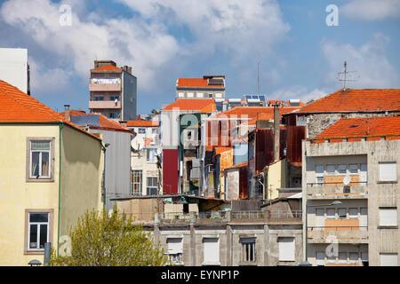De maisons, immeubles, l'architecture d'intérieur dans la ville de Porto, au Portugal. Banque D'Images